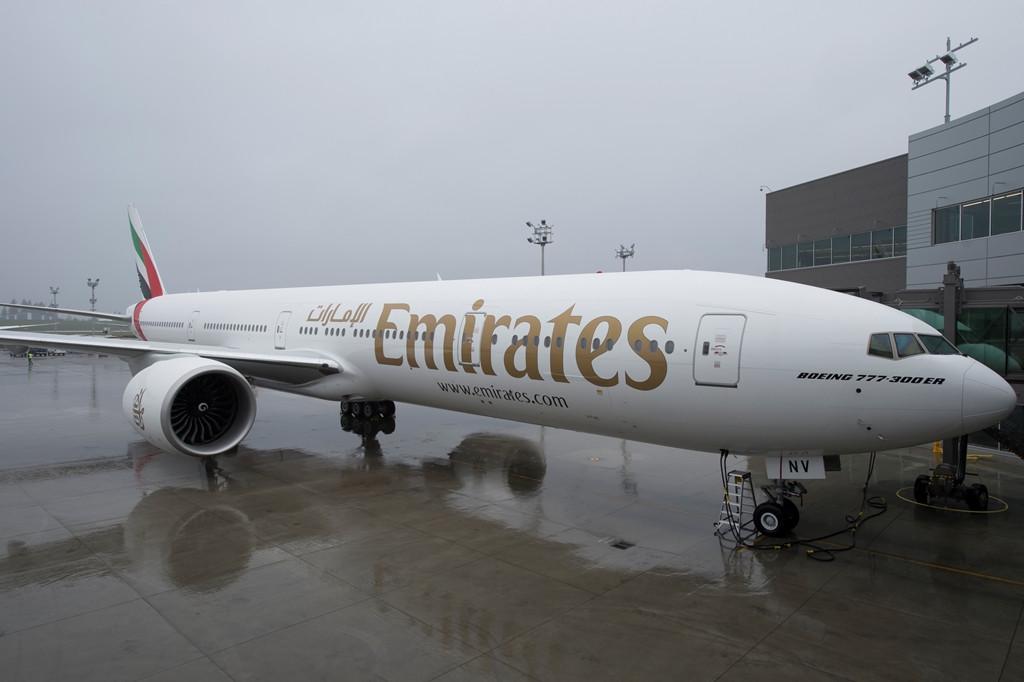 A századik Emirates Boeing 777-300ER az everetti átadó központban. (Fotó: Boeing Company)   © AIRportal.hu