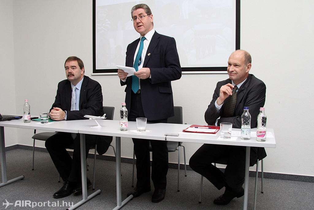 Kevin Dowling, ír nagykövet beszédében kitért rá, hogy az Aer Lingus budapesti megjelenése egybeesik Magyarország európai uniós csatlakozásának évével és a járat kölcsönösen fontos kapocs mind az üzleti, mint a turista utazók számára. (Fotó: Csemniczky Kristóf - AIRportal.hu)   © AIRportal.hu