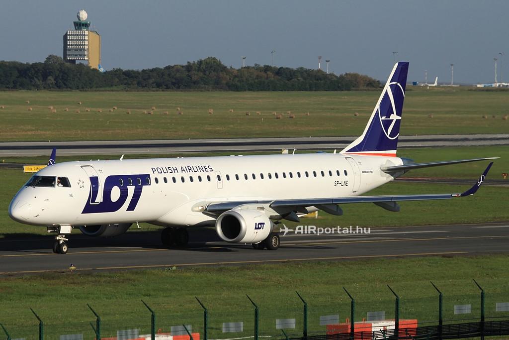 A LOT flottájának egyik Embraer E-195 típusú gépe a budapesti Liszt Ferenc repülőtéren. (Fotó: Csemniczky Kristóf - AIRportal.hu)   © AIRportal.hu