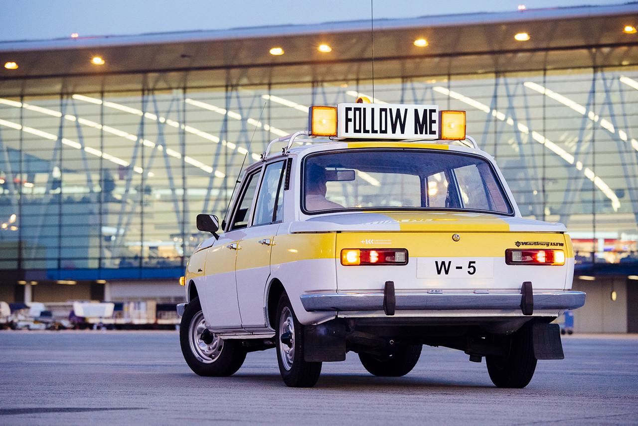 A megújult jármű a SkyCourt előtt. A képre kattintva galéria nyílik 14 képpel! (Fotók: Somogyi-Tóth Péter és Kiss Gergely - SKYART MEDIA)   © AIRportal.hu