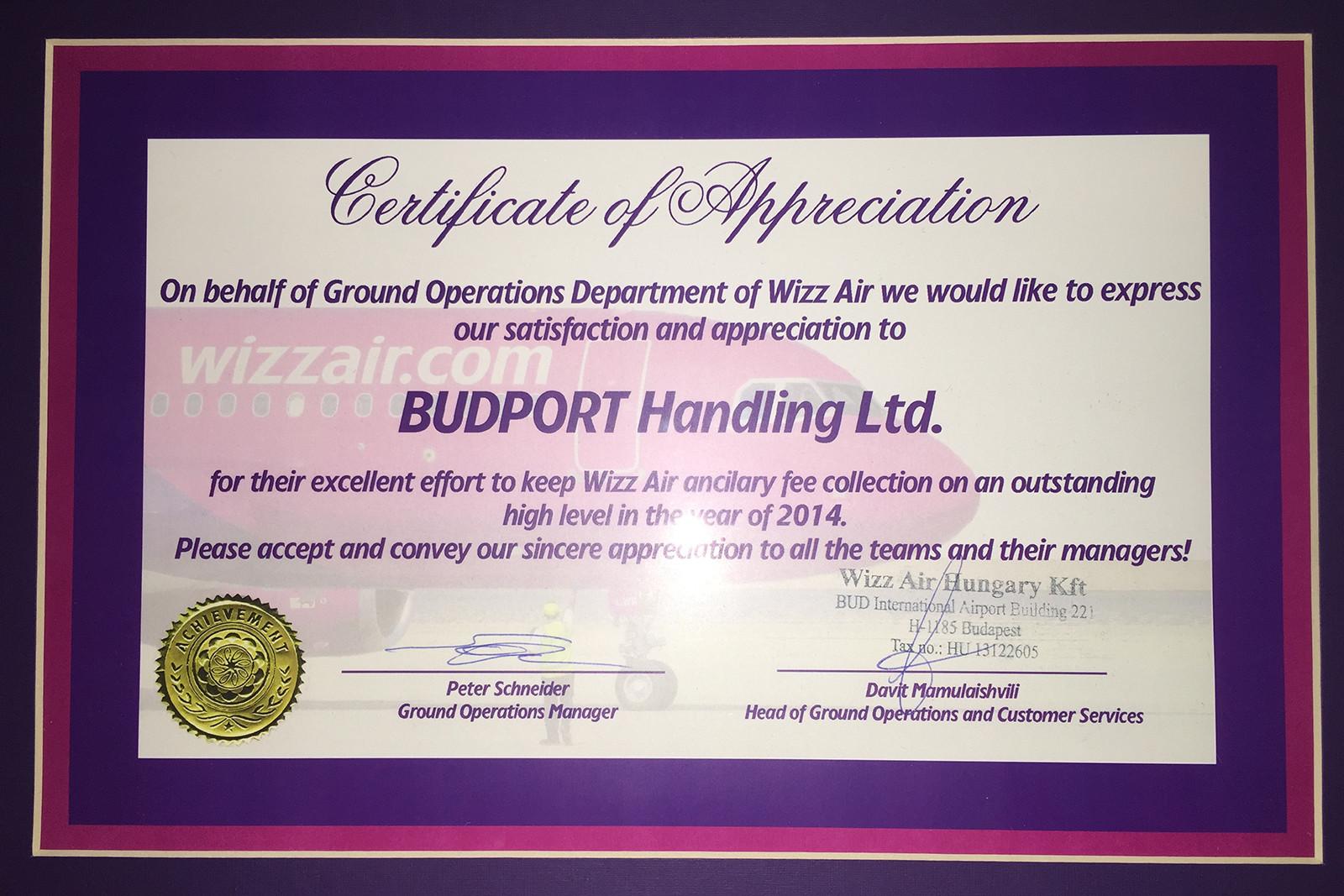 A Wizz Air a fenti díjat adományozta a BUDPORT-nak 2014-es tevékenysége elismeréseként. (Fotó: BUDPORT Handling Kft.) | © AIRportal.hu