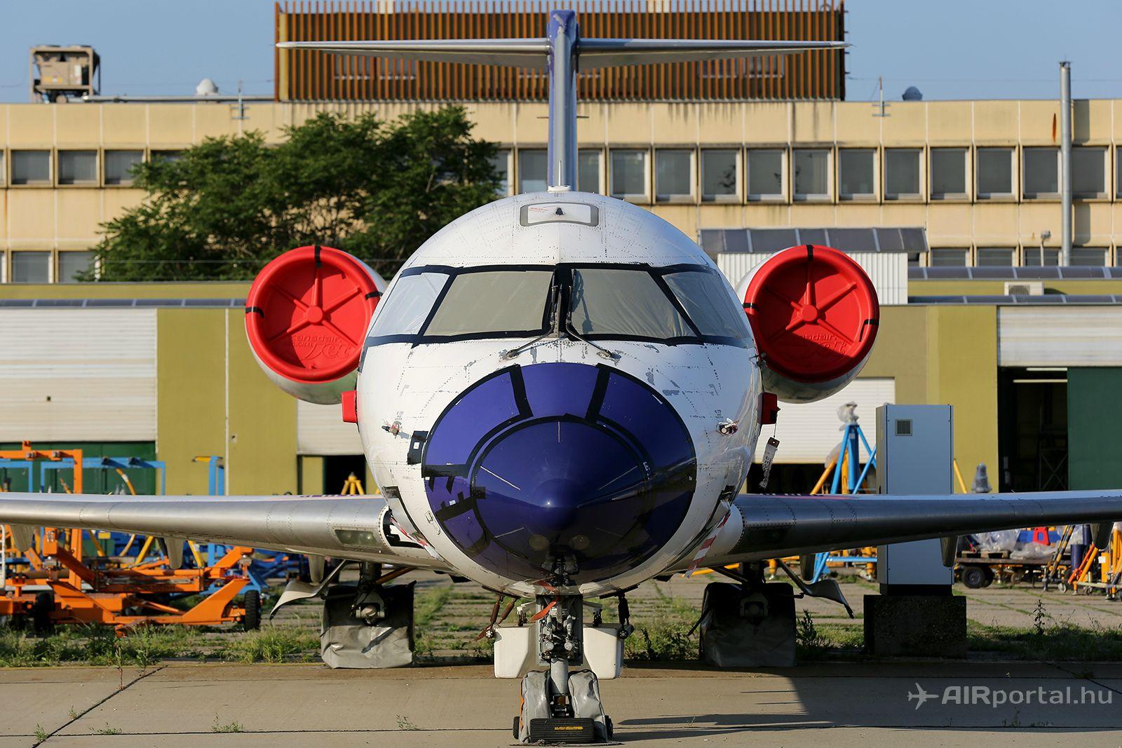 A HA-LNA lekonzerválva várja sorsát Ferihegyen, a műszaki előtéren. (Fotó: AIRportal.hu)   © AIRportal.hu
