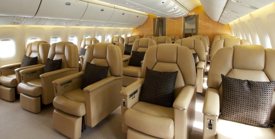 Bőr fotelek a Boeing 767-esen 2-1-2 elosztásban. (Fotó: Comlux) | © AIRportal.hu