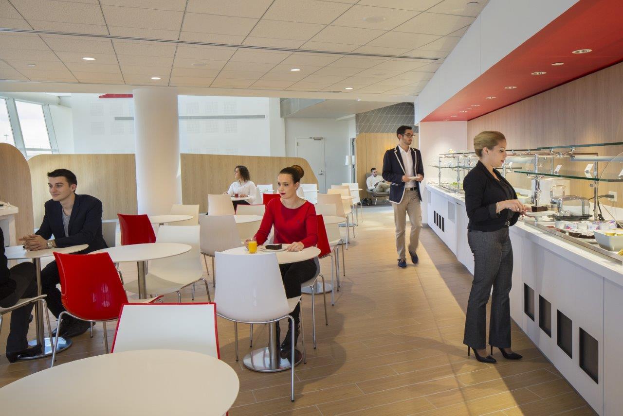 Az új váróterem étkezője. (Fotó: Air France) | © AIRportal.hu