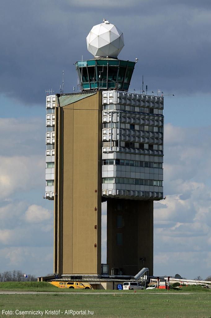 A ferihegyi irányítótorony. (Fotó: AIRportal.hu) | © AIRportal.hu