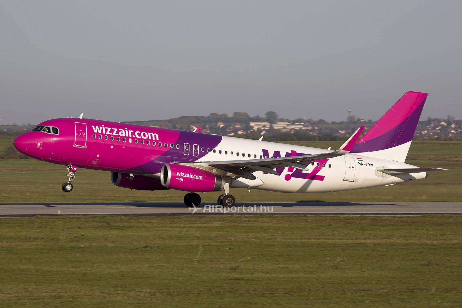 A légitársaság Airbus A320-as repülőgépe a cég jelenlegi arculatában. (Fotó: Airportal.hu)   © AIRportal.hu