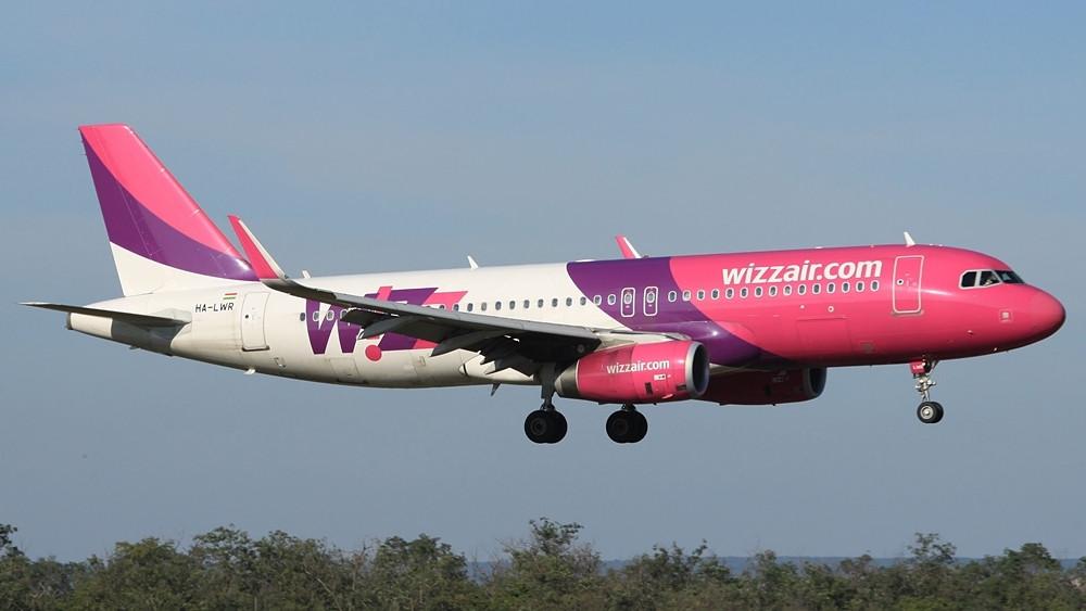 Wizz Air Airbus A320-as leszállás közben Ferihegyen. (Fotó: Csemniczky Kristóf - AIRportal.hu) | © AIRportal.hu