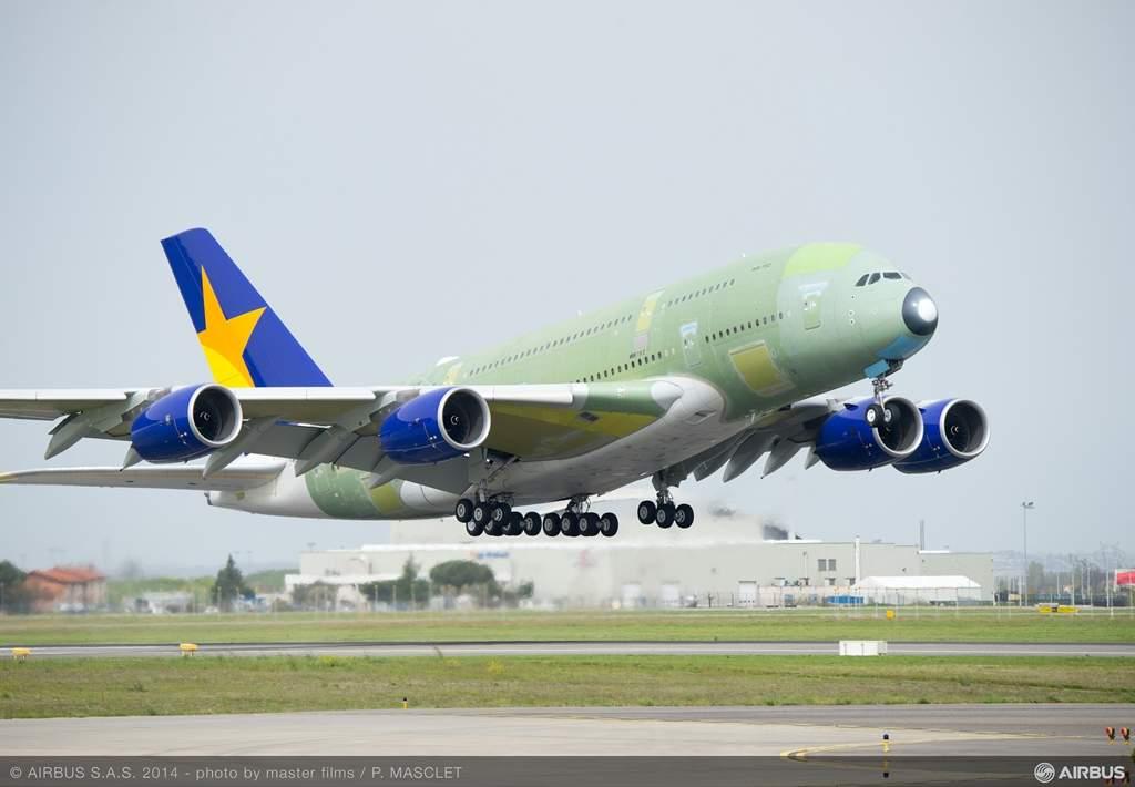 A Skymark Airlines számára épített Airbus A380-as szűzfelszállása. Vajon kinek a színeit viseli majd magán az árván maradt repülőgép? (Fotó: Airbus S.A.S) | © AIRportal.hu