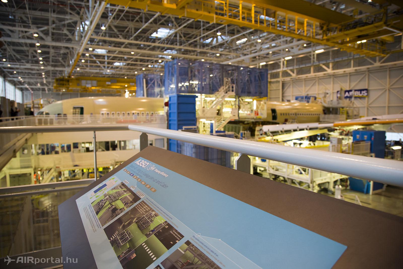 A gyártás folyamatát tájékoztató táblák magyarázzák el a látogatóknak...   © AIRportal.hu