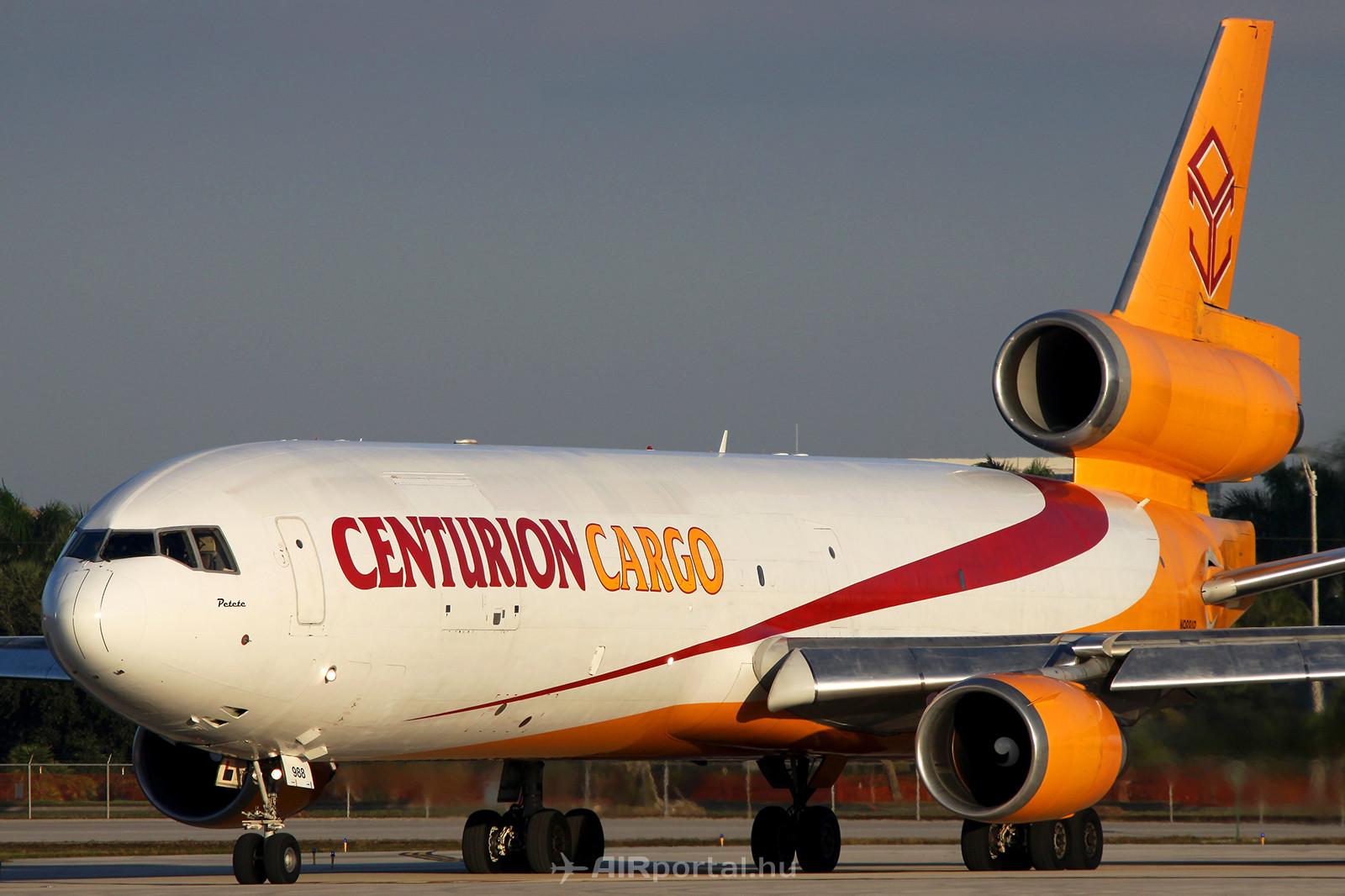 A Centurion Cargo egyik MD-11F repülőgépe felszálláshoz készülődik Miami repülőterén. (Fotó: Samu Ádám - AIRportal.hu)   © AIRportal.hu