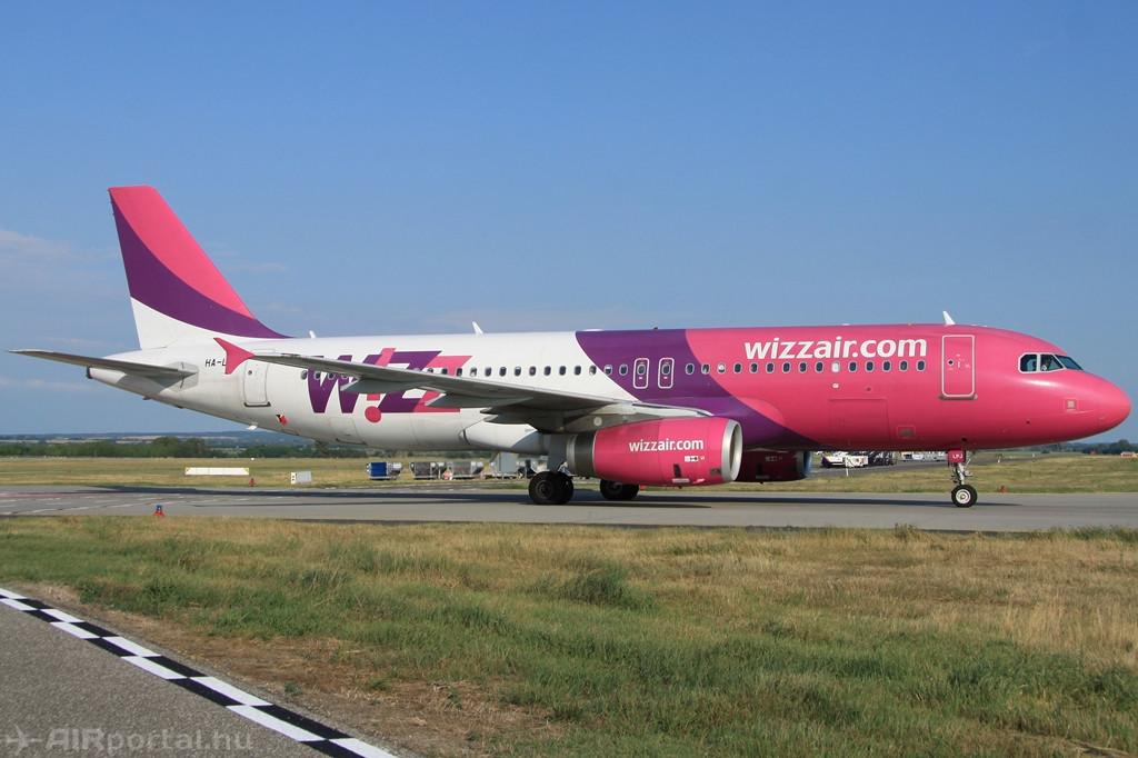 A Wizz Air egyik Airbus A320 típusú repülőgépe Budapesten. (Fotó: Csemniczky Kristóf - AIRportal.hu) | © AIRportal.hu