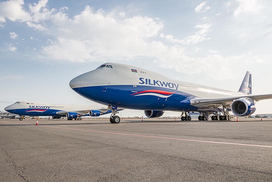 A Silk Way West két meglévő Boeing 747-8F gépe egymás mellett. (Fotó: Silk Way West Airlines) | © AIRportal.hu