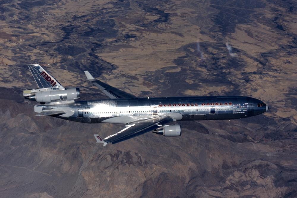 Levegőben az MD-11. A prototípus fémtiszta állapotban, festés nélkül szállt fel 1990-ben. (Fotó: Boeing Company) | © AIRportal.hu