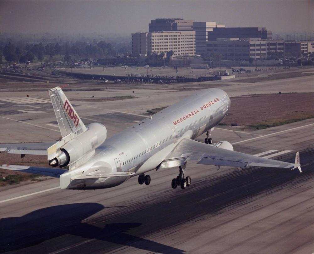 1990. január 10.: A McDonnell Douglas MD-11 prototípus az első repülésének napján. (Fotó: Boeing Company) | © AIRportal.hu