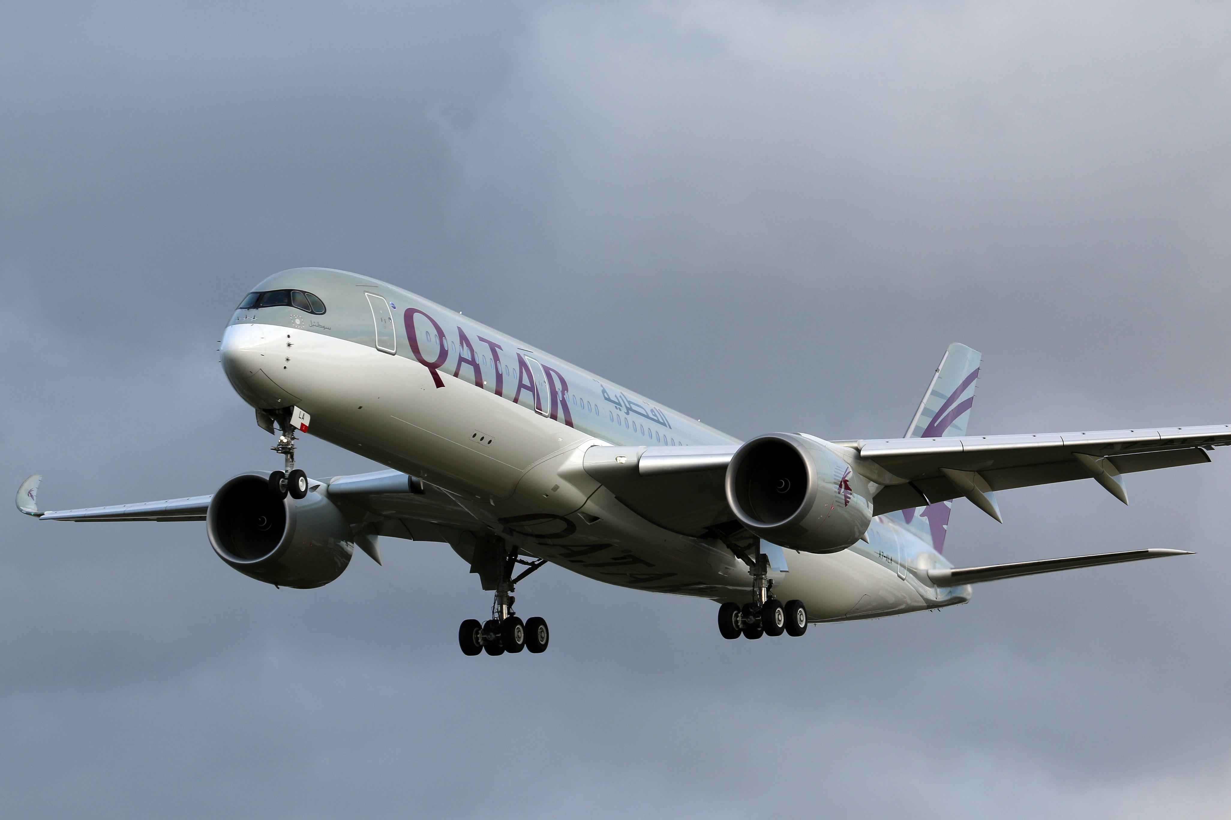 A 27L végső egyenesén az A350 XWB. (Fotó: Takács Levente, londoni olvasónk)   © AIRportal.hu