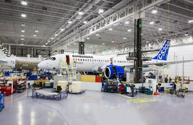 Végszerelő soron az első CS300. (Fotó: Bombardier Aerospace) | © AIRportal.hu