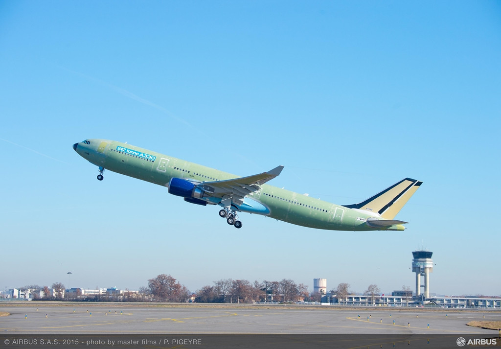 Felszállás közben az első 242 tonnás A330-300-as. (Fotó: Airbus) | © AIRportal.hu
