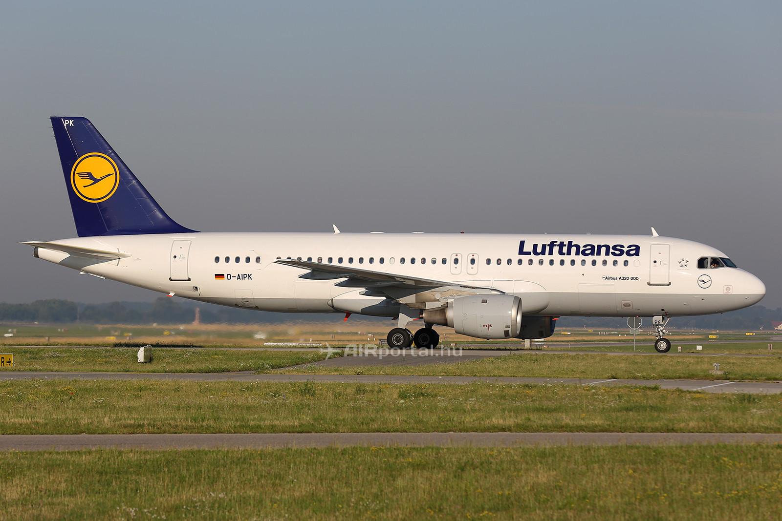 A Lufthansa D-AIPK lajstromjelű Airbus A320-211 típusú repülőgépe a müncheni repülőtéren. (Fotó: AIRportal.hu)   © AIRportal.hu