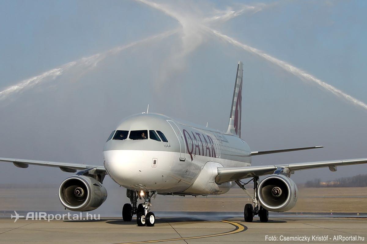 A Qatar nyitójáratot teljesítő Airbus A320-as vízsuagaras köszöntése. (Fotó: Csemniczky Kristóf - AIRportal.hu) | © AIRportal.hu