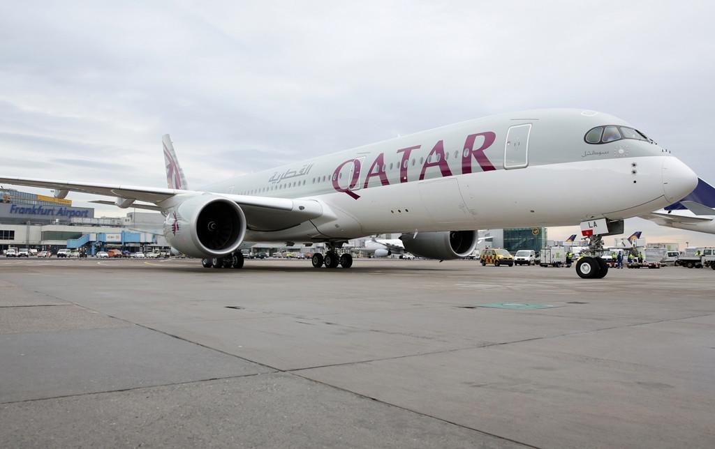 Január 15-én állóhelyére érkezik Frankfurtban az első sorozatgyártott A350-900-as. (Fotó: Qatar Airways)   © AIRportal.hu