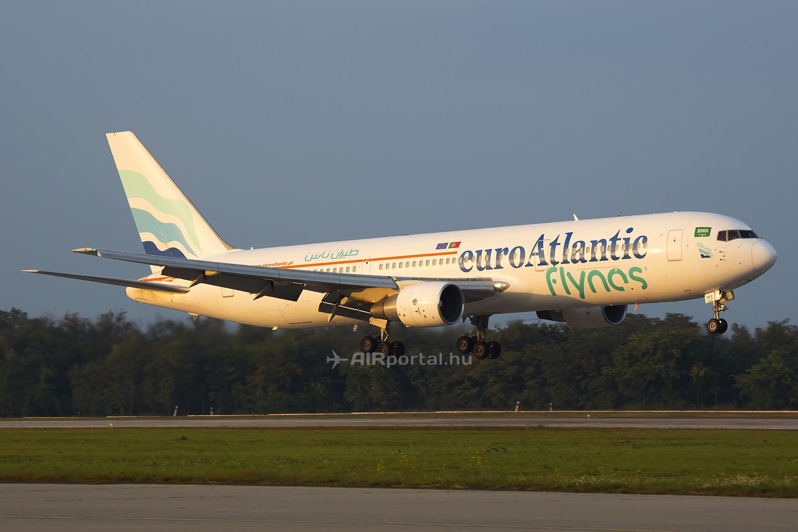 A euroAtlantic Airways wet-lease bérbeadásokra szakosodott, a képen a Flynas-nál tett szolgálatából visszatérő Boeing 767-es gépük látható. (Fotó: Samu Ádám - AIRportal.hu)   © AIRportal.hu