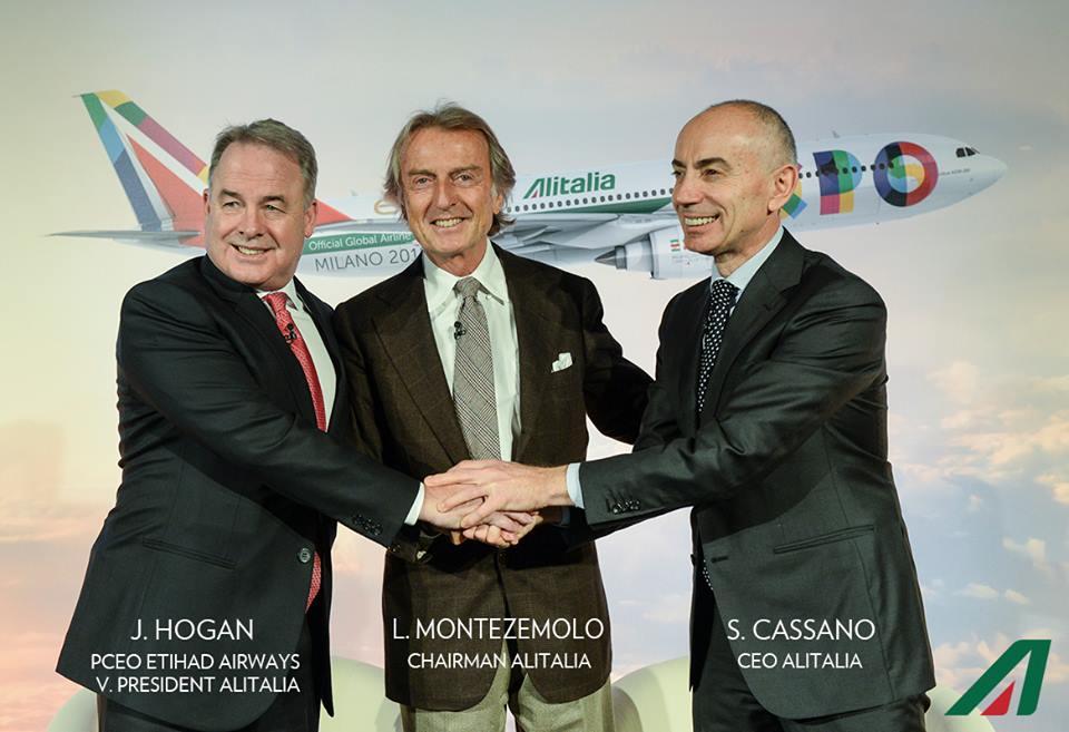 James Hogan, az Etihad Airays elnöke, L. Montezemolo, az Alitalia elnöke, és S. Cassano, az Alitalia vezérigazgatója mai sajtótájékoztatón. (Fotó: Alitalia) | © AIRportal.hu