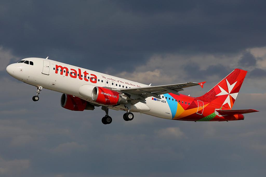 Air Malta Airbus A320-as felszállás közben Ferihegyen. (Fotó: AIRportal.hu) | © AIRportal.hu