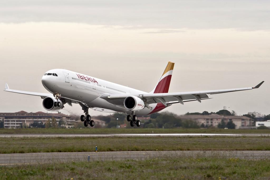 Az Iberia 2013 februárjában vette át az első Airbus A330-300-as típusát. Jelenleg összesen 8 darab ilyen szélestörzsű gép van a flottában. (Fotó: Iberia)   © AIRportal.hu