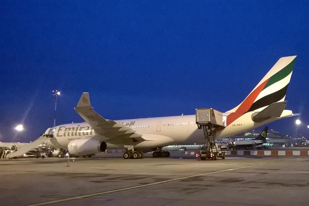 Olvasónk fényképe az itt maradt Emirates Airbus A330-200-asról.   © AIRportal.hu