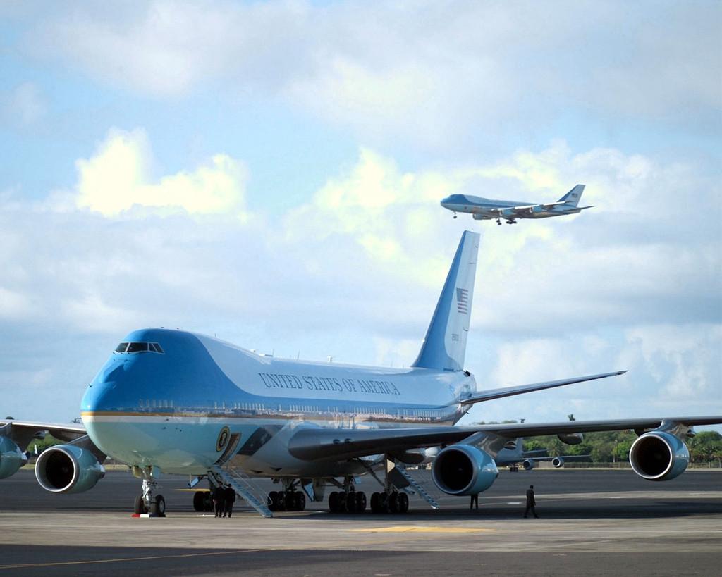 Levegőben az egyik, földön a másik. A mai, 747-200B típuson alapuló elnöki különgépek. (Fotó: Wikimedia)   © AIRportal.hu