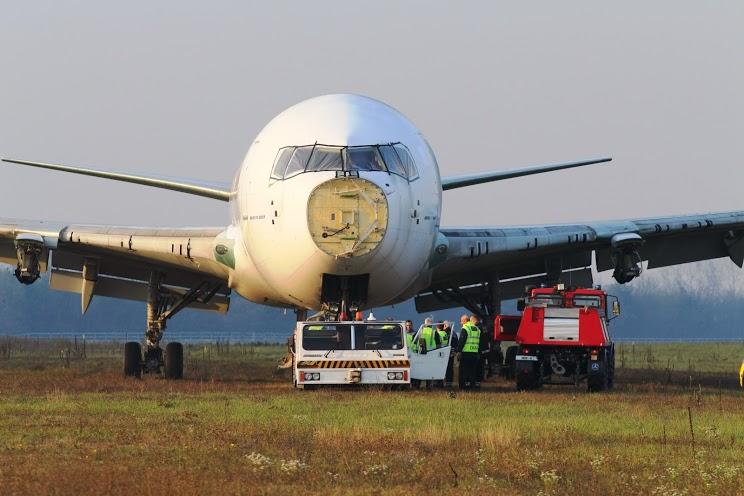 A Malév utolsóként megmaradt, flottatörténeti sorrendben második Boeing 767-200ER típusú repülőgépe november 8-án. (Fotó: Budapest Airport)   © AIRportal.hu