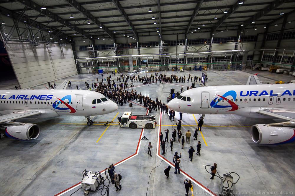 A január 28-án átadott hangár és az Ural Airlines két Airbus repülőgépe. (Fotó: Maria Lystseva - Fotografersha.livejournal.com)   © AIRportal.hu