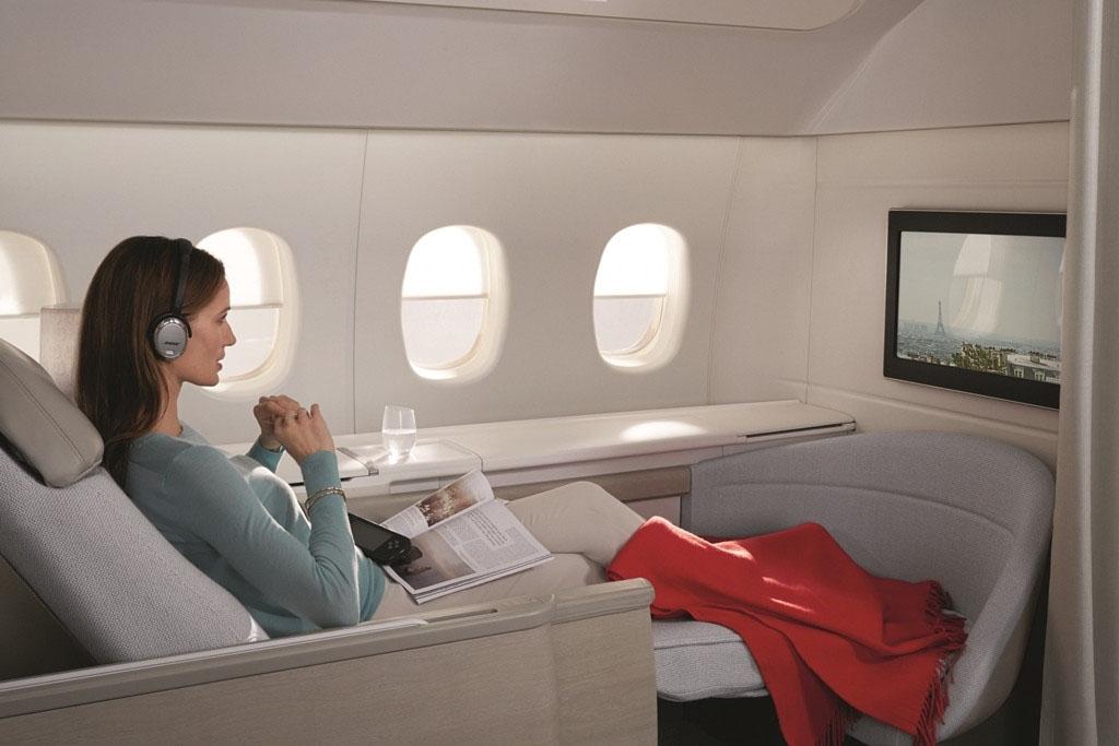 Tágas és világos. A 61 centi képátlós HD-TV-hez BOSE rendszerű fejhallgató jár. (Fotó: Air France) | © AIRportal.hu