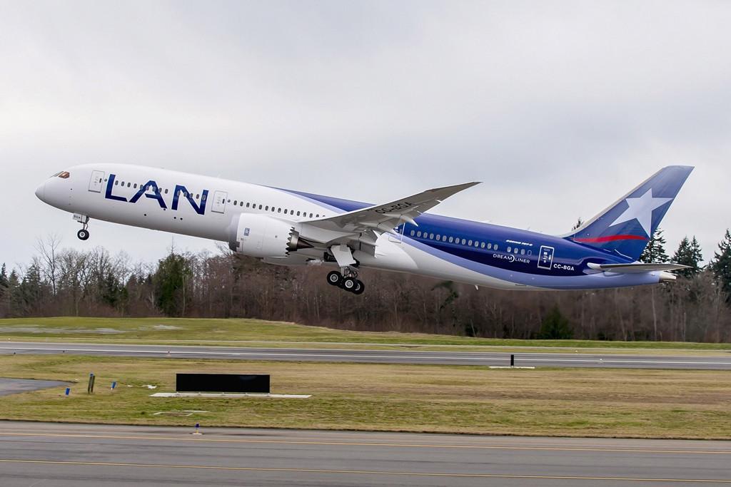 Felszállás közben a vadonatúj LAN Boeing 787-9-es. A LATAM Rolls-Royce Trent 1000 hajtóművekkel rendelte a Dreamlinereit. (Fotó: Boeing Company) | © AIRportal.hu