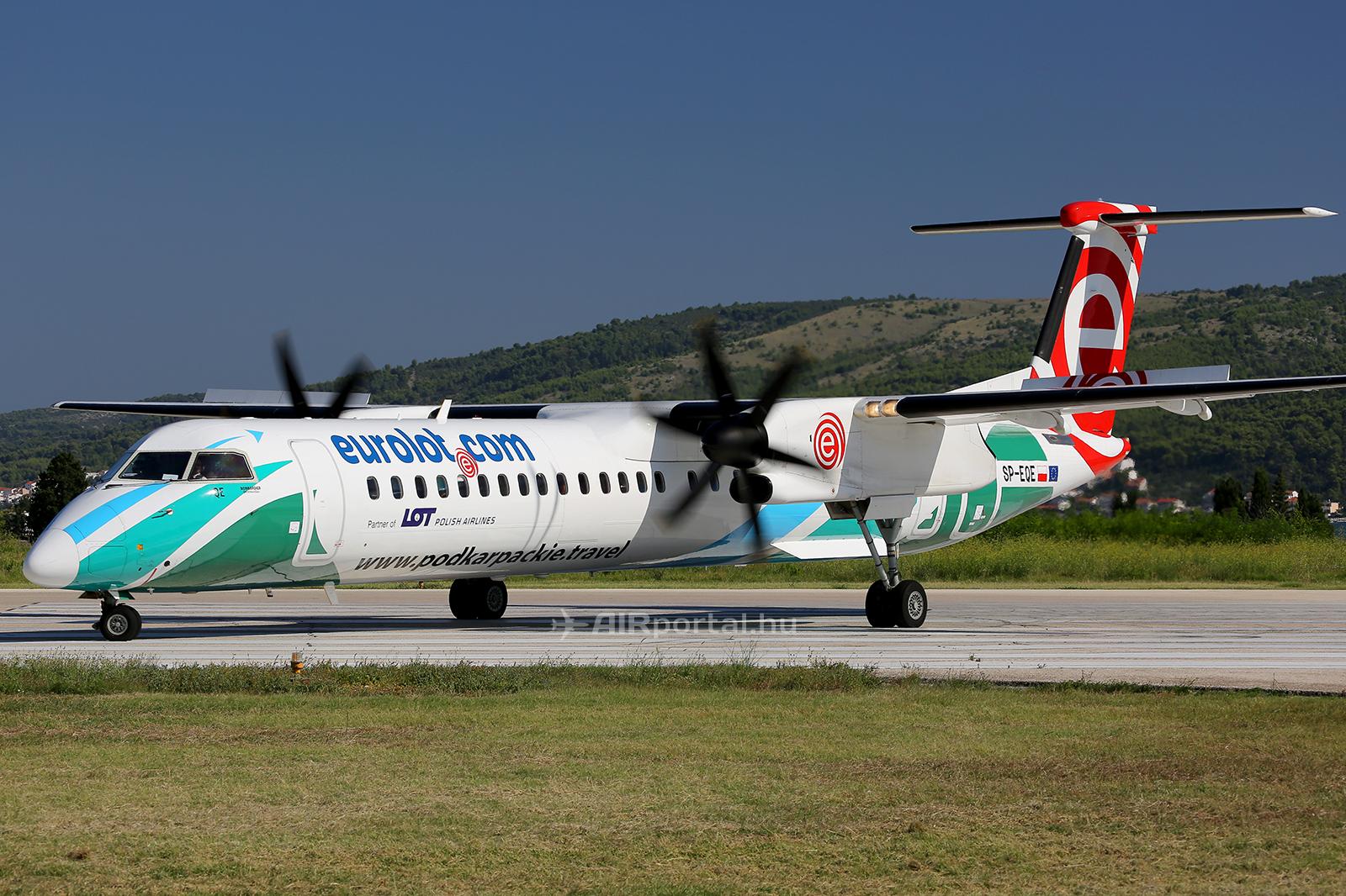 Az EuroLOT különleges festésű Bombardier Q400-as repülőgépe. (Fotó: AIRportal.hu) | © AIRportal.hu