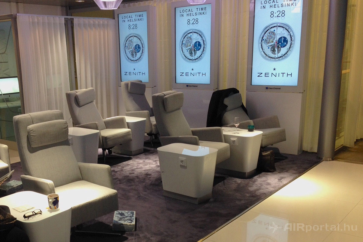 ezekben az ülésekben pihenhet a megfáradt átszálló utas. | © AIRportal.hu