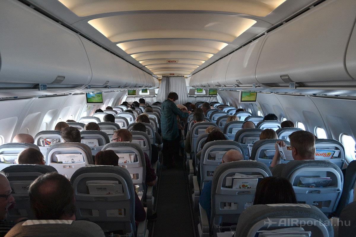 A Finnair Airbus A319-es repülőgépének turistaosztálya. | © AIRportal.hu