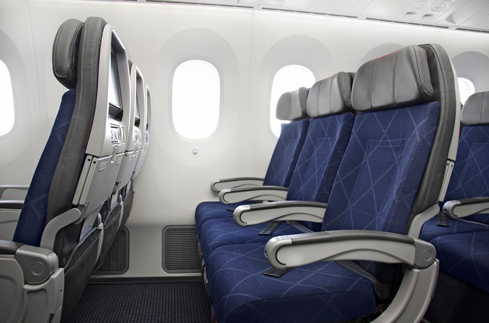 A mai trendnek megfelelő vékony háttámlás ülések az Economy-n. (Fotó: American Airlines) | © AIRportal.hu