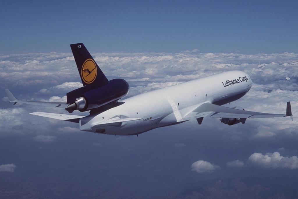 A Lufthansa egyelőre nem válik meg teljesen a három-hajtóműves MD-11F típusaitól. 14 darab van még a flottában. (Fotó: Boeing Company) | © AIRportal.hu