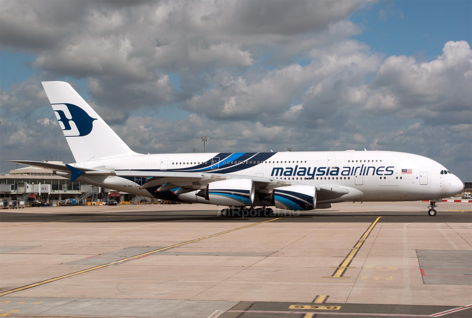 A Malaysia Airlines Airbus A380-as repülőgépe Párizsban. (Fotó: Szalmási Szabolcs - AIRportal.hu) | © AIRportal.hu