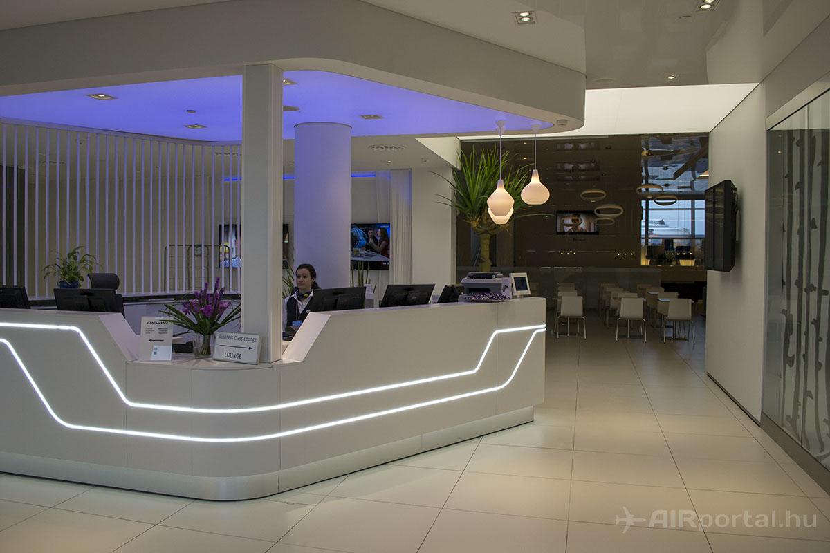 A Schengen-zónán kívül eső Finnair Business Lounge bejárata | © AIRportal.hu