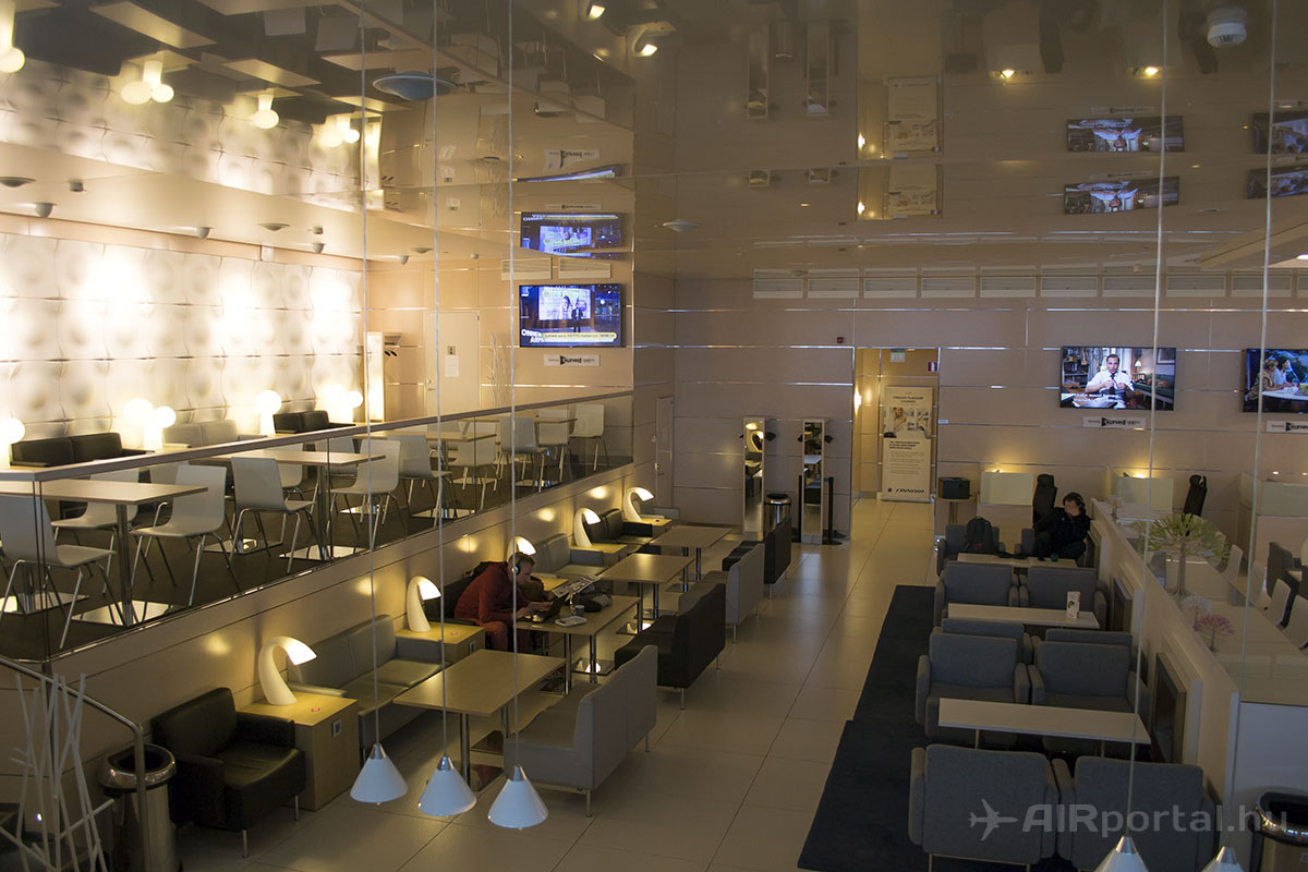 Ülőalkalmatosságban nem szenved hiányt a Lounge. | © AIRportal.hu