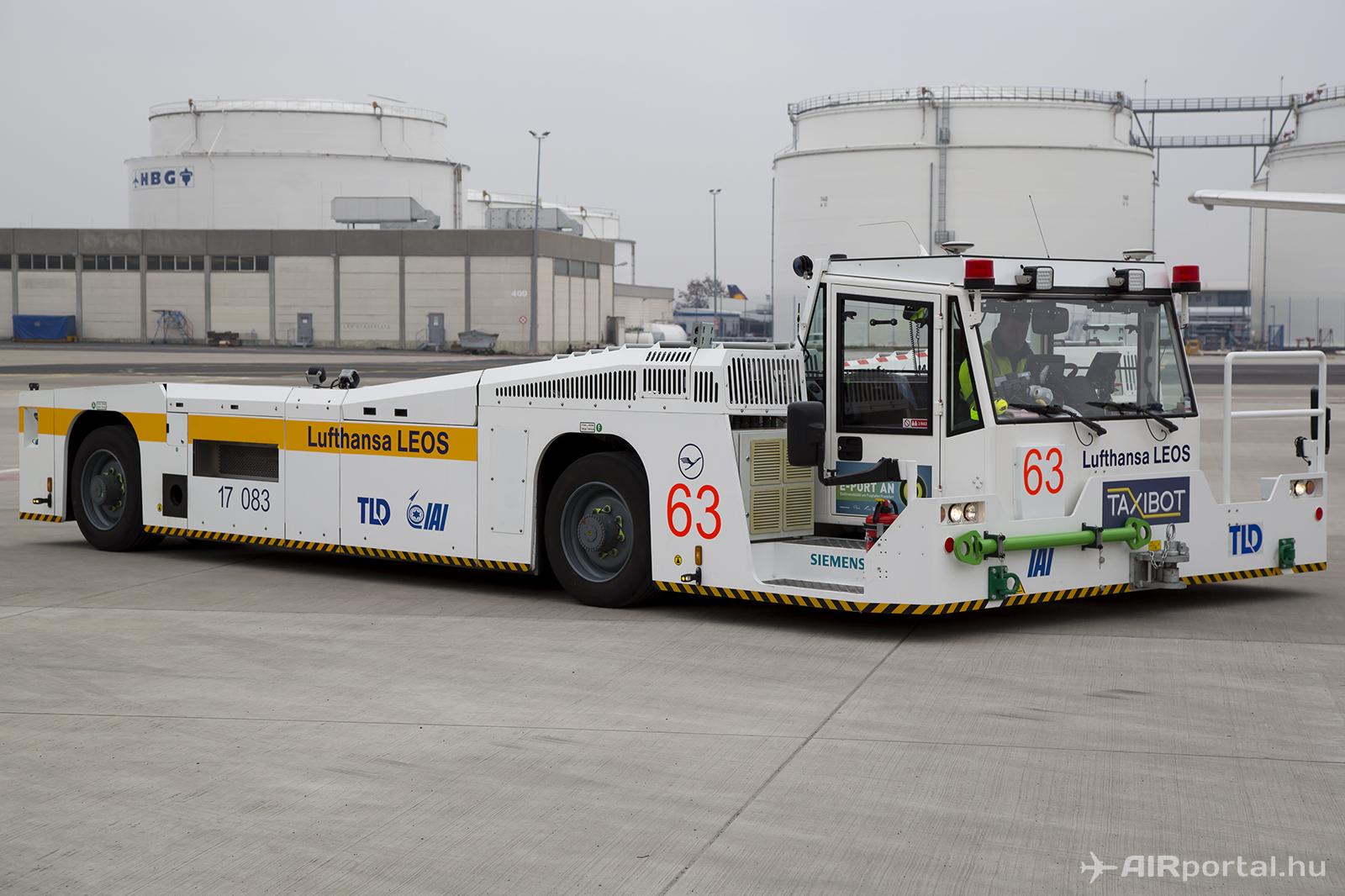 A TaxiBot-ot az ismert repülőgép-vontató gyártó, a TLD gyártja franciaországi üzemében. | © AIRportal.hu