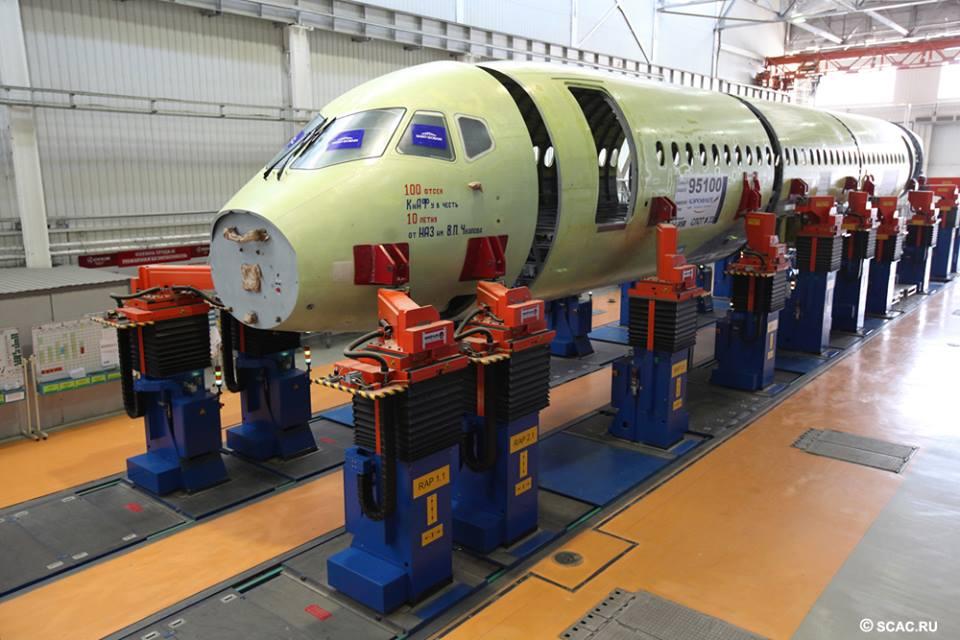 Végszerelősoron a századik SSJ-100-as. (Fotó: Szuhoj) | © AIRportal.hu