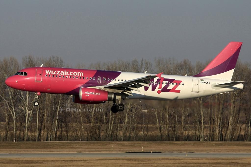 Wizz Air Airbus A320-as leszállás közben a budapesti Liszt Ferenc repülőtéren. (Fotó: Csemniczky Kristóf - AIRportal.hu)   © AIRportal.hu