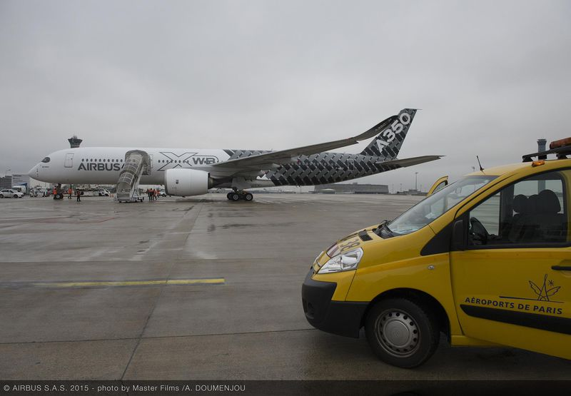A parkoló MSN2 A350-900XWB prototípus Párizs CDG-n. (Fotó: Airbus) | © AIRportal.hu