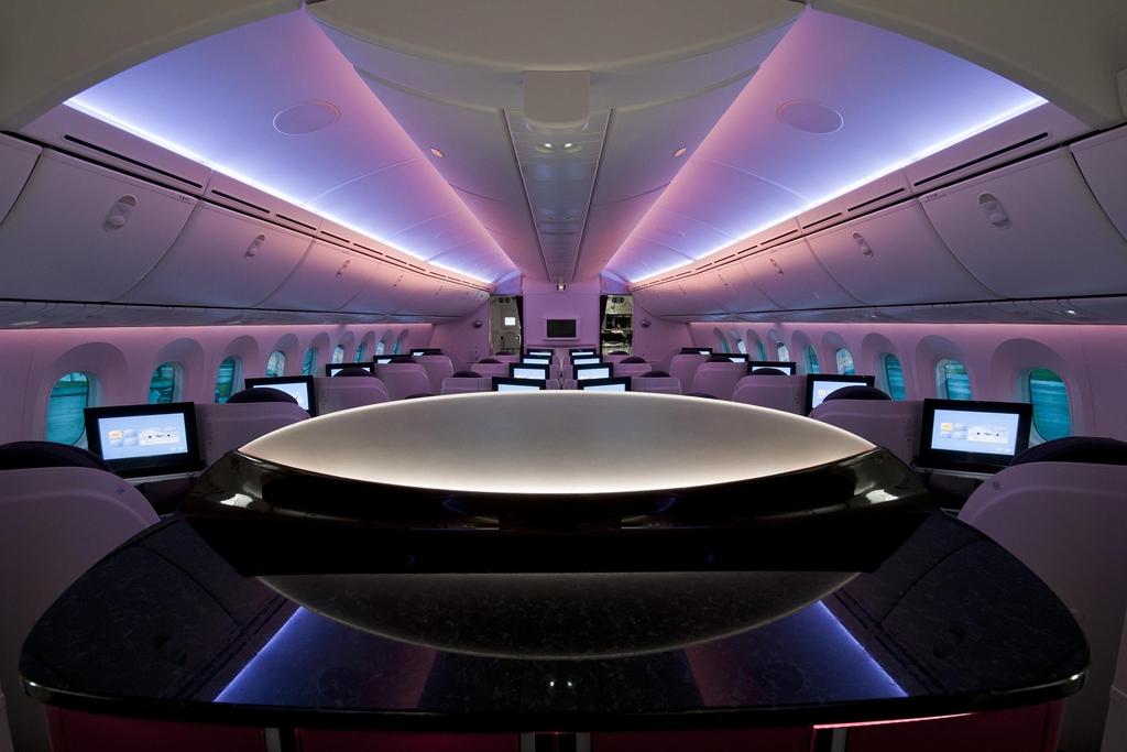 Dreamliner-belső a business osztályra tekintve. (Fotó: Qatar Airways) | © AIRportal.hu