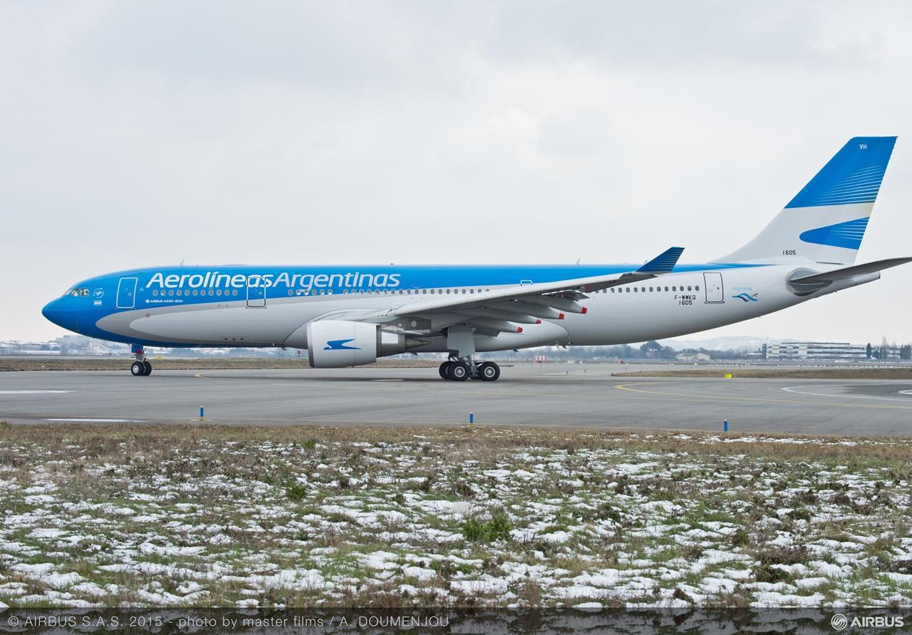 A toulouse-i felszállás előtt. Oldalnézetben az A330-200-as. (Fotó: Airbus)   © AIRportal.hu