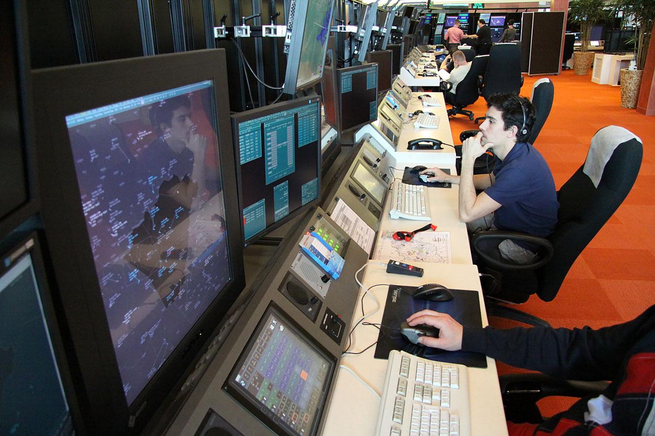 Fontos a csapatmunka, amelyhez a HungaroControl a legkorszerűbb technikai berendezéseket biztosítja. (Fotó: Csemniczky Kristóf - AIRportal.hu) | © AIRportal.hu