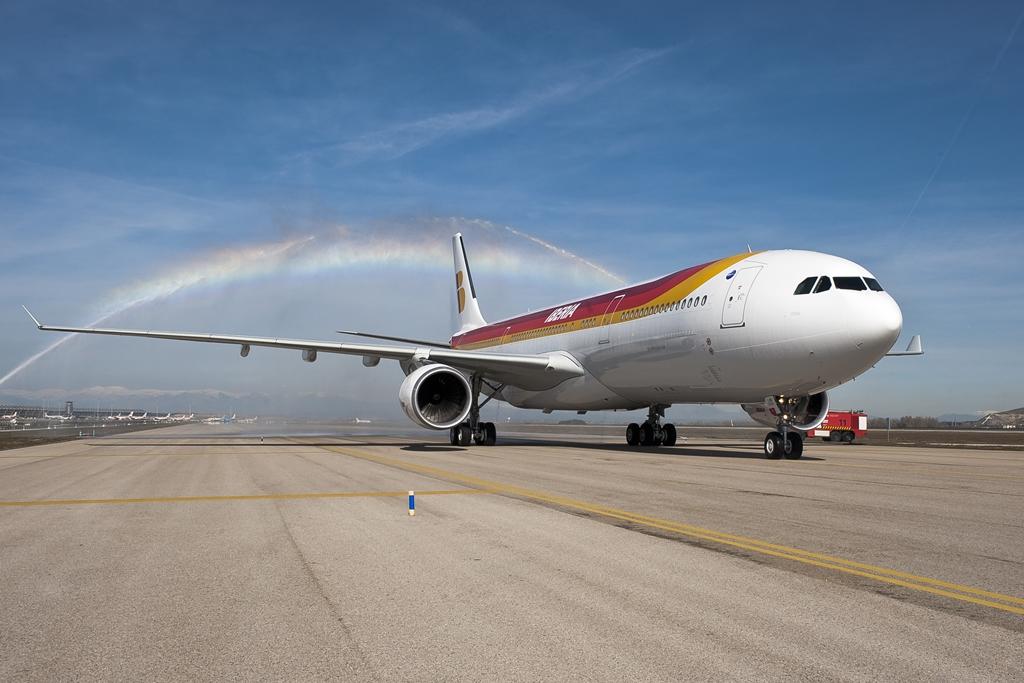 A flotta első A330-asa, egy A330-300-as 2013. február 15-én landolt Madridban, még a régebbi festésmintában. (Fotó: Iberia)   © AIRportal.hu